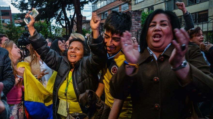People celebrate after knowing the results of a referendum on whether to ratify a historic peace accord to end a 52-year war between the state and the communist FARC rebels, in Bogota on October 2, 2016. Colombian voters rejected a peace deal with communist FARC rebels Sunday, near-complete referendum results indicated, blasting away what the government hoped would be a historic end to a 52-year conflict. / AFP / DIANA SANCHEZ